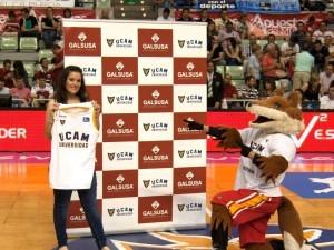 Galsusa junto a UCAM Murcia Baloncesto entregan camiseta